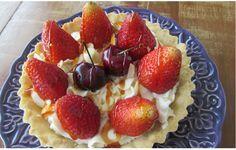 Como preparar torta de morangos com creme de mascarpone e massa a base de amêndoas