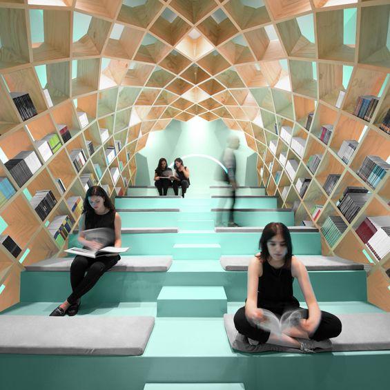 Conarte est un lieu dédié à la culture et à l'art de la ville de Monterrey au Mexique. Les architectes du studio Anagrama ont imaginé la nouvelle librairie comme un lieu pouvant promouvoir et enrichir l'expérience de la lecture. Ils ont conçu un...