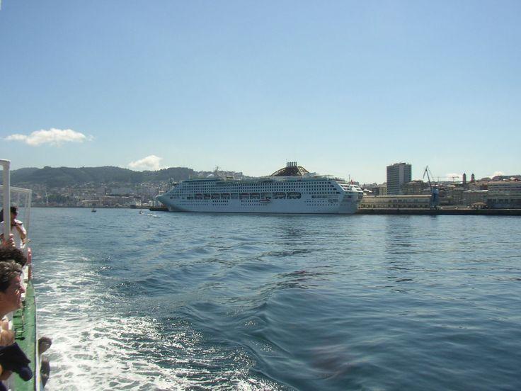 Los Alrededores de Cíes: El Puerto De Vigo