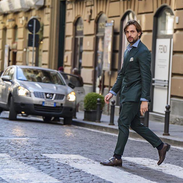 """""""Vestido con un traje verde llanura cruzada con algunos toques me gusta camisas de mezclilla y un par de monjes dobles de color marrón oscuro."""" Ph: @massimiliano_cervone_ph #DaniloCarnevale #MondayStroll"""