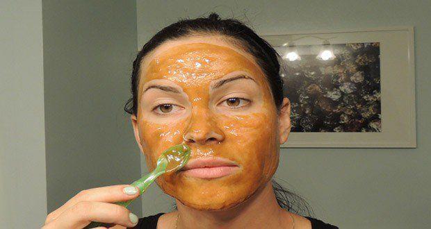 Voici la recette d'un masque qui aide à enlever facilement les rides, les taches et les imperfections avec des ingrédients naturels. Un masque rajeunissant.