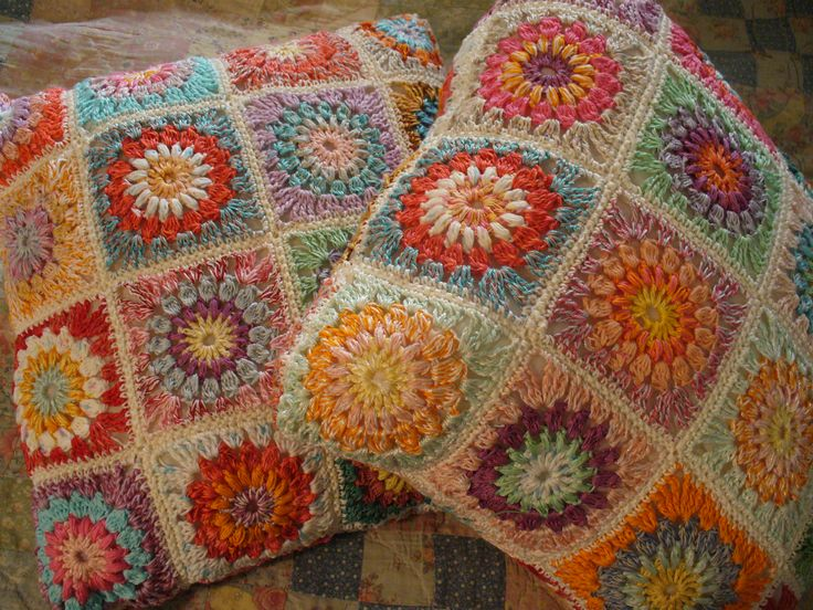 Granny square pillows: a nice Christmas gift