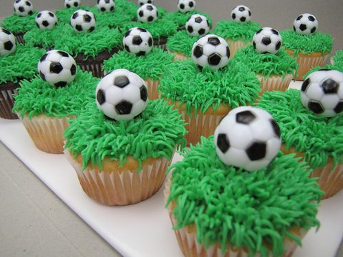 Soccer cupcakes @Carrie Wheeler remember when you wanted to make soccer cake pops?
