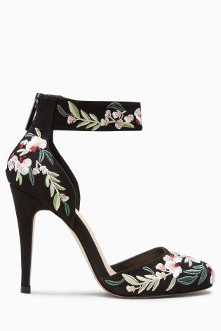 We're SO in love with the embroidery trend right now that we just had to have it right down to our toes... literally! How GORG are these court shoes?