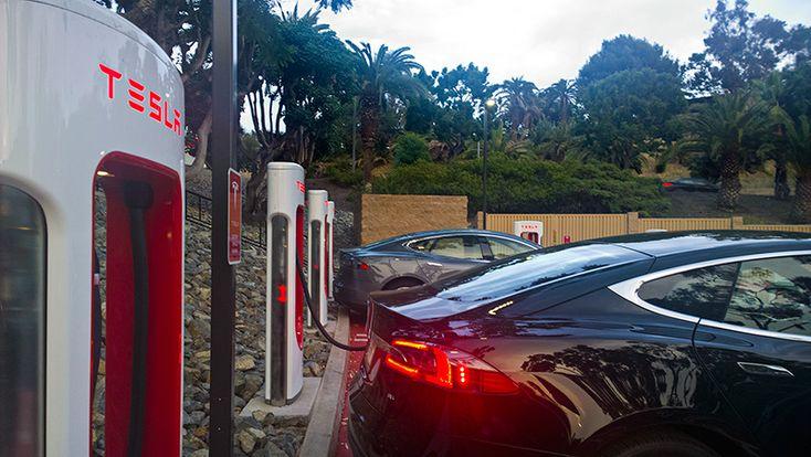 Бесплатные автозаправки Tesla
