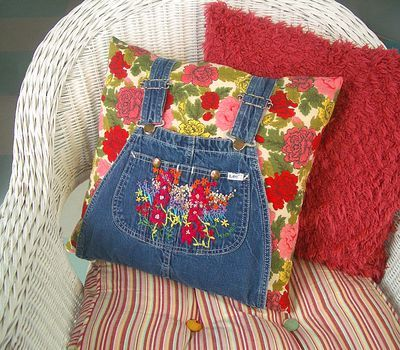 †Super-cute ... pillow from old overalls. I'm going to have to do this. :)  (~TA upcycled clothing bed/pillow)
