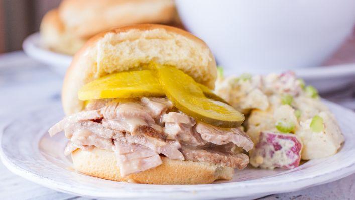 Paleta de cerdo ahumado de Carolina del Sur con receta de salsa de mostaza - Cocina Genius
