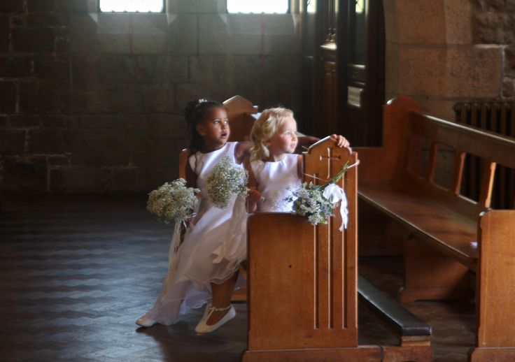 Flower girls wait for the bride at the Oliveira's #wedding, Jersey UK, August 2016. For more #photography and contacts see www.lucymunday.com
