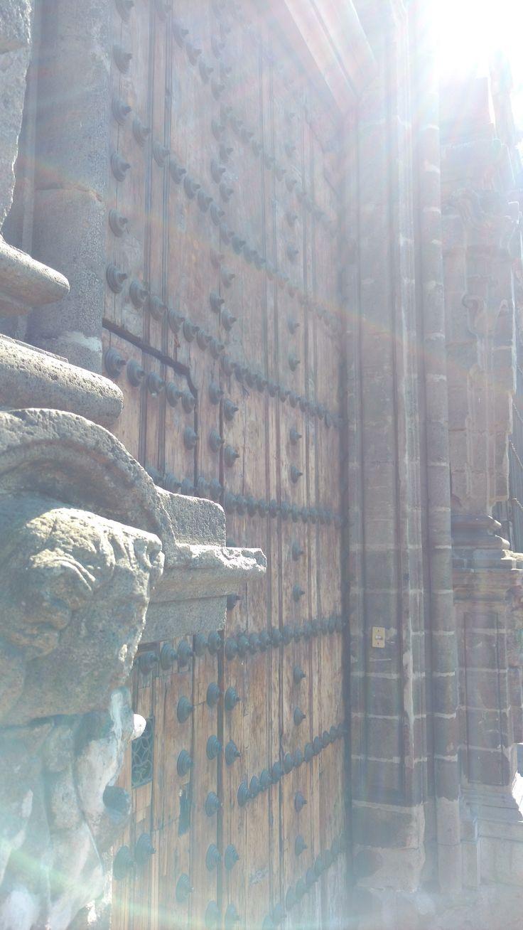 Casa de los Mascarones Un edificio del barroco novohispano con una gran historia. Ha pasado a ser desde la Facultad de Filosofia y Letras hasta la ENP 6 e incluso Facultad de Musica. Hoy en día es un Centro de Estudio de Lenguas Extranjeras (CELE) de la UNAM