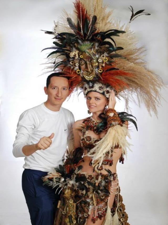 http://listas.20minutos.es/lista/traje-tipico-de-miss-ecuador-universo-2011-299817/