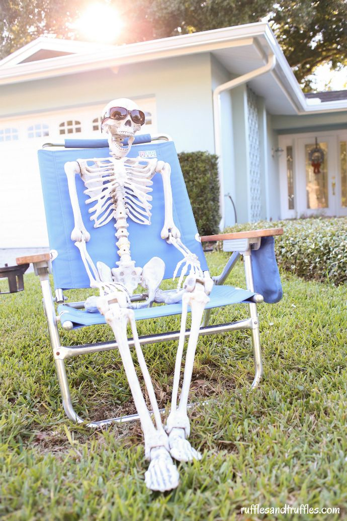 Diy skeleton lawn decorations for halloween diy and for Yard cutouts