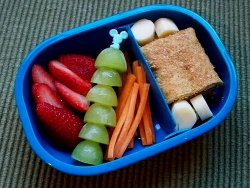 Cracker, strawberries, grapes, carrots and scallops (banana?)
