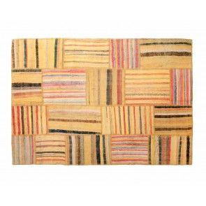 鮮やかな中にも味わいのあるイエロー。「エズマ」は、コットン70%、黒ヤギの毛15%、ウール15%の混合バランスでできた伝統的なトルコのカプート織物のビンテージを、壮麗なゴールドに染め上げた1枚。お部屋の印象をがらっと変えてくれますよ。¥24,840から。 http://www.sukhi.jp/caput-esma-patchwork-collection-3.html #エシカル #エシカルインテリア #インテリア #インテリアコーディネート #カスタマイズ #フェアトレード #オーガニック #トルコ #ビンテージ #ラグ