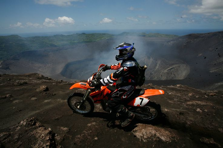 Motorbike to the volcano crater