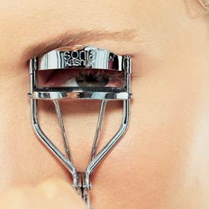 How to Curl Your Eyelashes Properly