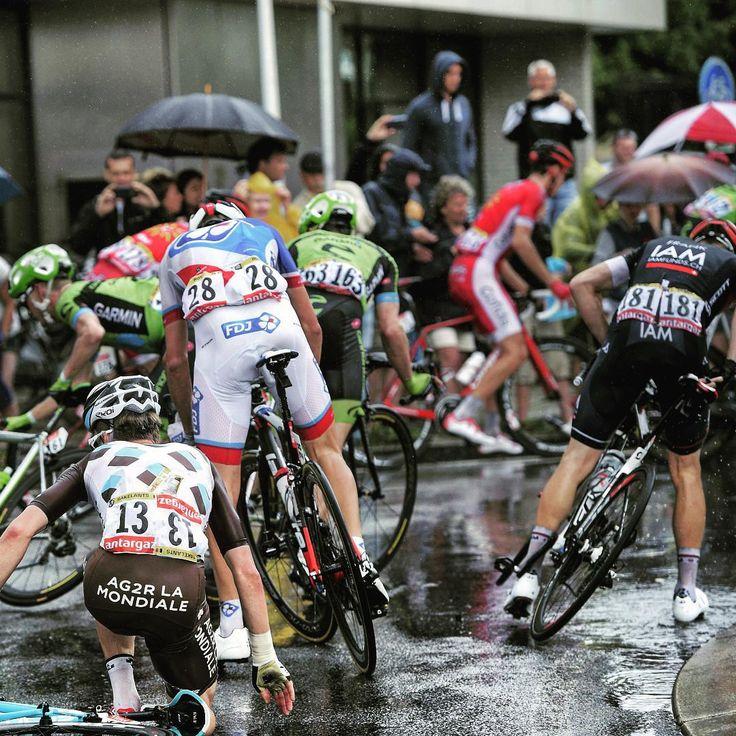 Rough conditions bring carnage. Photo by Yuzuru Sunada Tour de France 2015