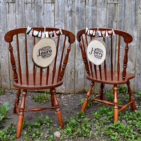 Personalized wooden name plates for the newlyweds / Affichettes personnalisées en bois pour chaises des mariés   DeSerres