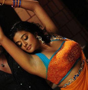 Priyamani-Charming-Yellow-Saree-Item-Dance-Tikka-Movie-5.jpg (348×355)