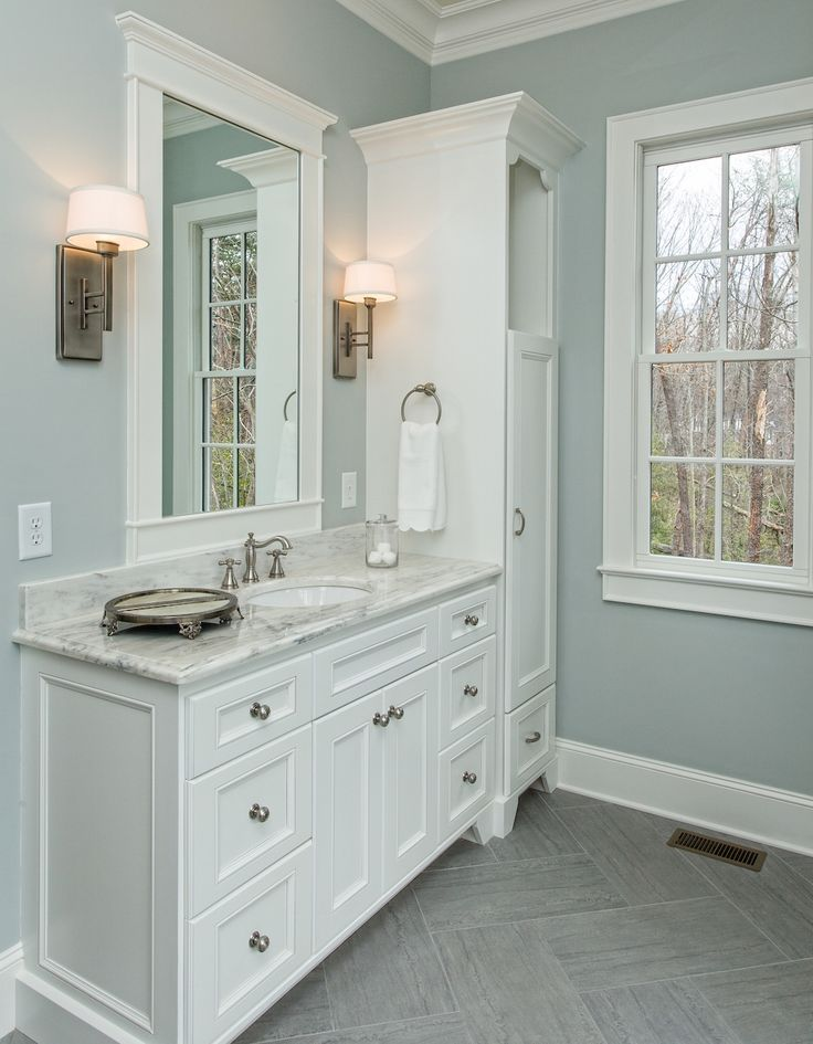 master badezimmer eitelkeit dekorationen badezimmermöbel pinterest schönes masterbadezimmer mit seinen und ihren eitelkeiten in diesem
