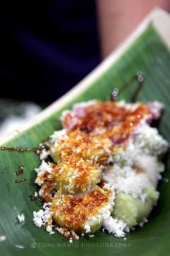 Indonesian desserts/snacks, Cenil & Lopis (Sweet sticky rice dumplings)