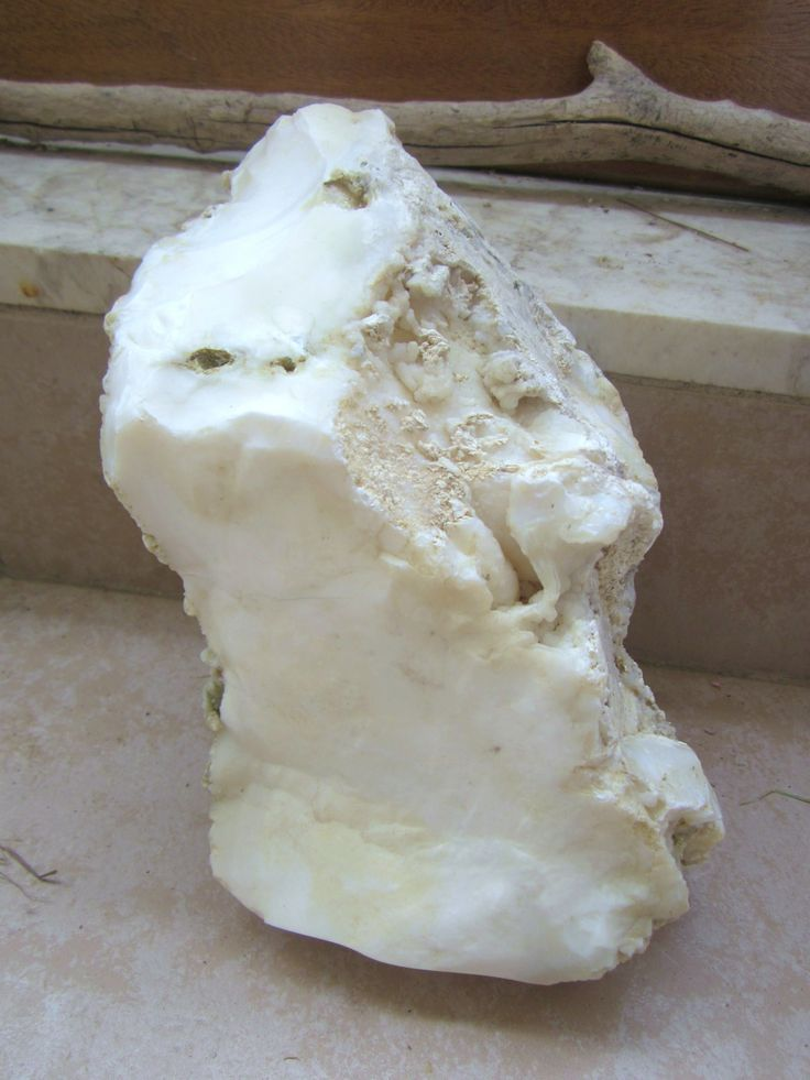 White magnesite is known for its calming properties, helping to improve creative visualization and imagination. It is also commonly believed to bring deep peace and silent relaxation during meditation, stimulate passion in the heart and help strengthen bones and teeth. Experience the properties of magnesite when you wear magnesite pendants for a bone strengthening, extra calming meditative yoga session.
