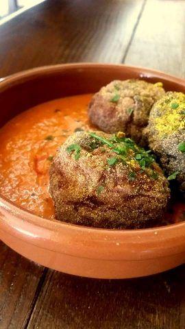 Polpette di carne e melanzane al curry con salsa