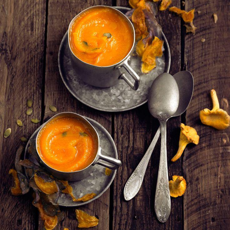 Découvrez la recette Velouté de potiron et topinambours sur cuisineactuelle.fr.