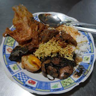 Warung Nasi Cumi Surabaya, Kuliner Surabaya http://anekatempatkuliner.blogspot.co.id/2016/12/kuliner-surabaya-enak-dan-wajib.html