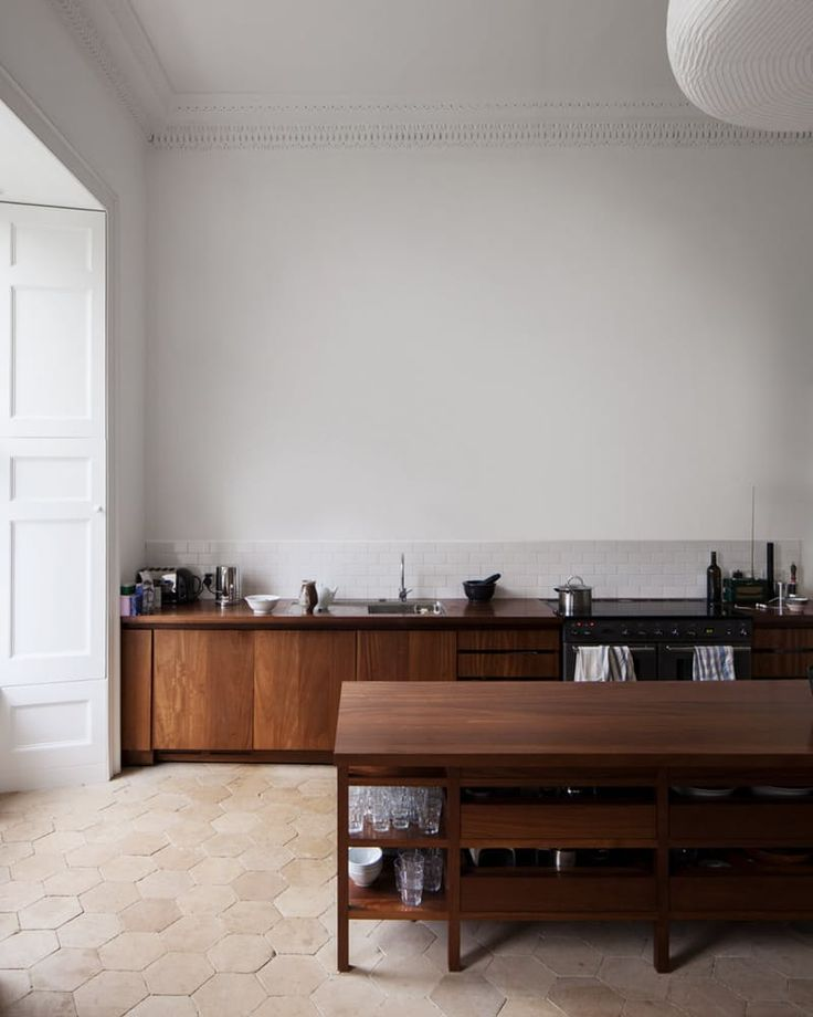 http://www.apartmenttherapy.com/kitchen-cabinets-that-are-incredibly-beautiful-235952?utm_source=RSS