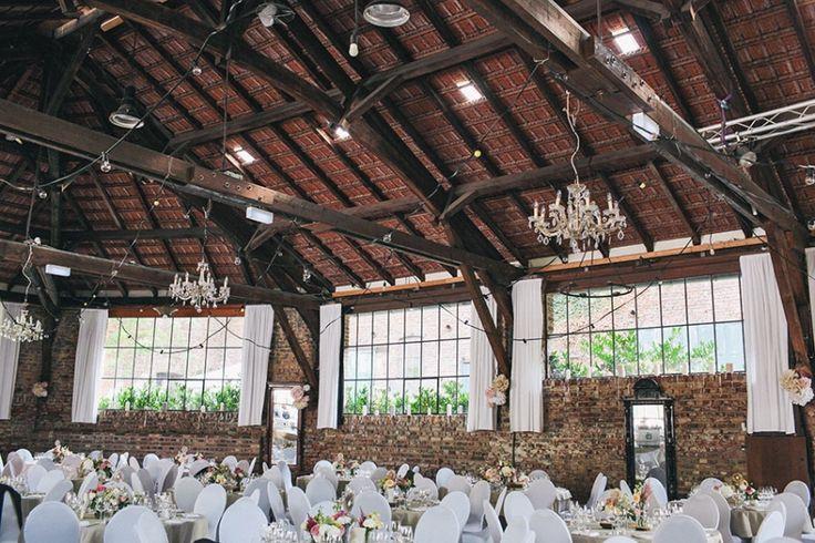 Was man aus einer alten Scheune alles machen kann fragt ihr? Seht selbst: #Hochzeitslocation #boho #decoration #Catering #Menü