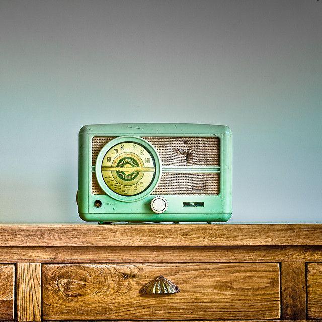 Dile adiós a ese radio viejo! Organízate para tener el mejor audio en tu casa. www.rocket.com.co