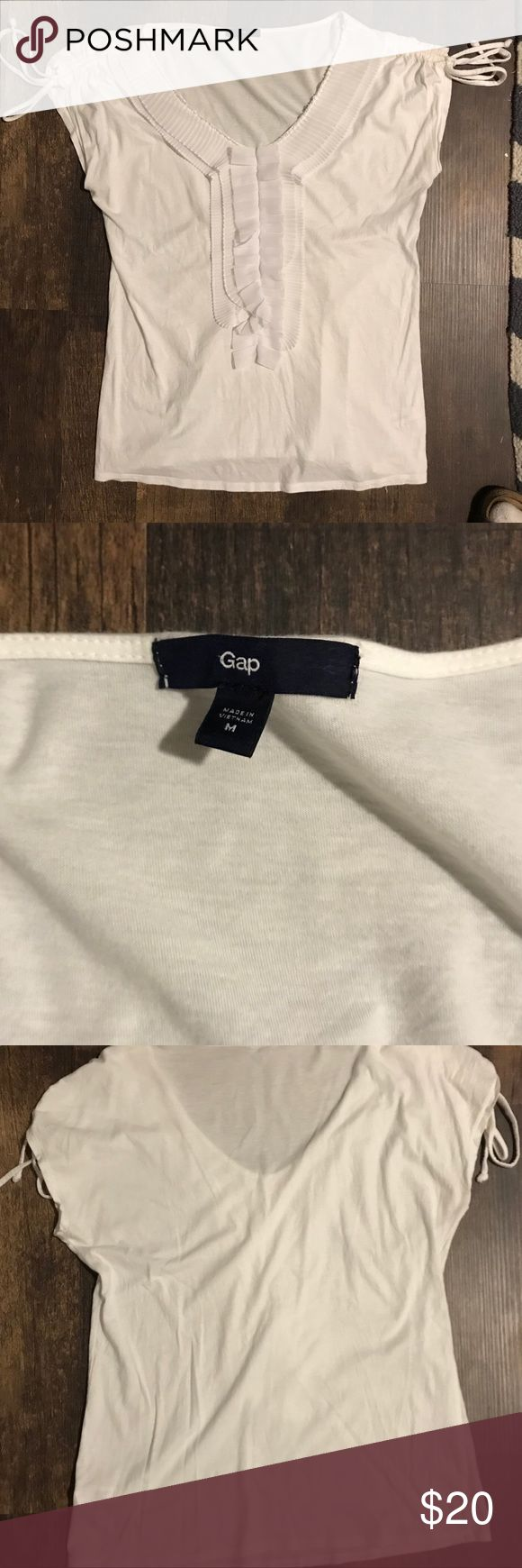 Gap Top Women's Medium Gap Top Women's Medium Tie Sleeve. Woven Trim. Chest Side Seam to Side Seam 19 inches. Length 26 inches. Like New. Gap Tops Blouses