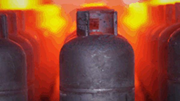 Re-Validation Heat Treatment Furnace. LPG Cylinder re-validation line includes heat treatment, because new welding operation makes steel stressed to relieve | ROK Teknik Metal Makine ve Kalip San. Tic. Ltd. Sti. | www.rokteknik.com/lpg-cylinder-revalidation-line/re-validation-heat-treatment-furnace/