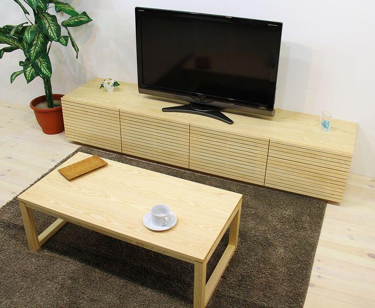 当店人気No.1のTVボード「風雅(幅2000/タイプ2/ホワイトアッシュ)」、センターテーブル「凛(幅1000/四角脚タイプ/ホワイトアッシュ)」です。 「風雅」の特徴は前板の美しいスリットデザイン、「凛」の特徴は天然木を活かしたシンプルデザインです。自然工房【kyno.jp】