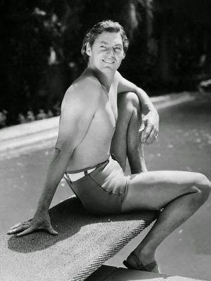 """La historia del bañador masculino está ligada al nacimiento del concepto""""veraneo"""",una moda iniciada a mediados del siglo XIX , cuando l..."""