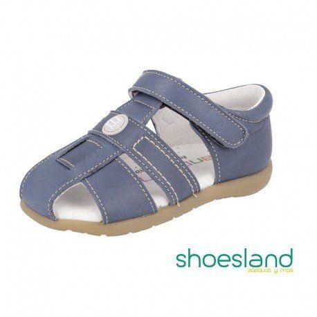 Sandalias Gatea de piel marino Jeans para niños de la marca Andanines de Villena con cierre de velcro, cerradas por detrás para asegurar los primeros pasos. #shoes #sandals #shopping #shop #andanines #fashionkids #babyshoes #leathersandals #calzadoinfantil #bebe #sandalias #piel #navyblue #jeans #kidsfashion #niño #calzadoinfantil #zapatos