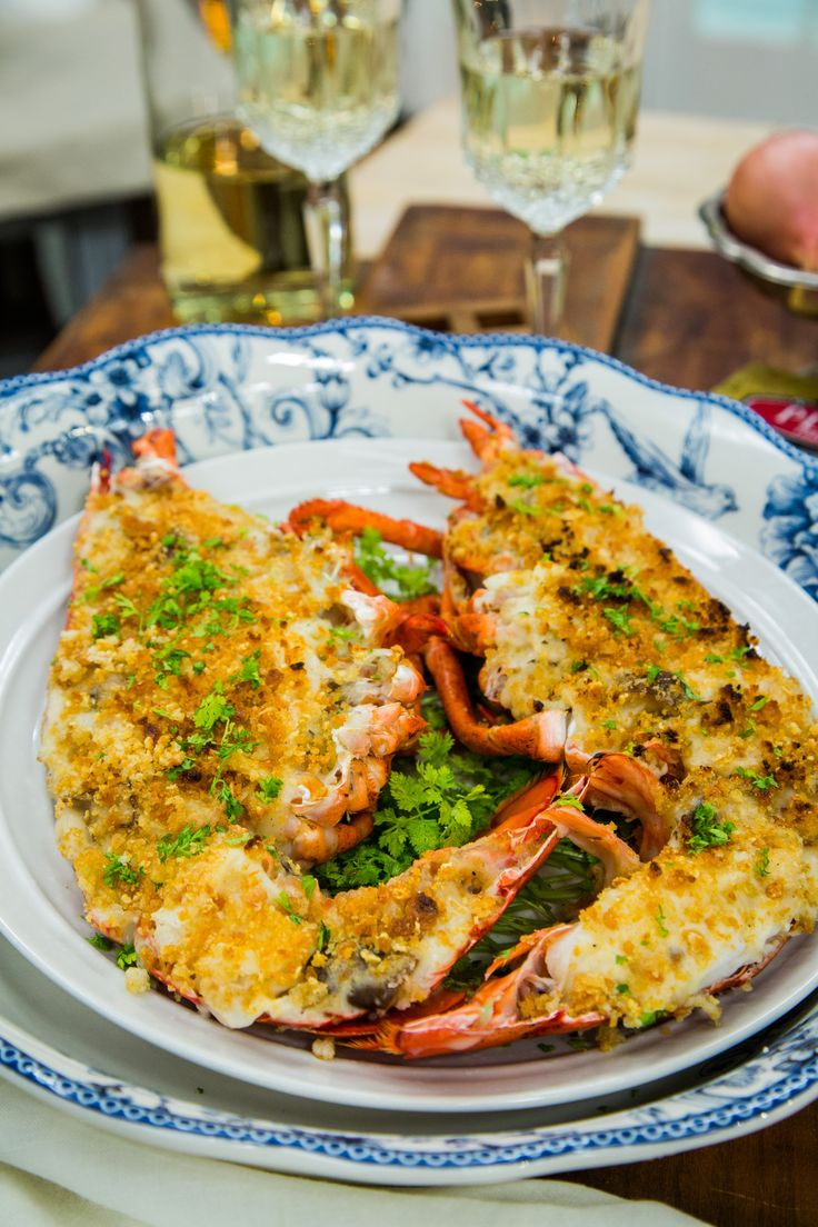 A creamy and tasty French recipe by Chef Ludo Lefebvre! Lobster Thermidor! For more delicious recipes tune in to Home & Family weekdays at 10a/9c on Hallmark Channel!