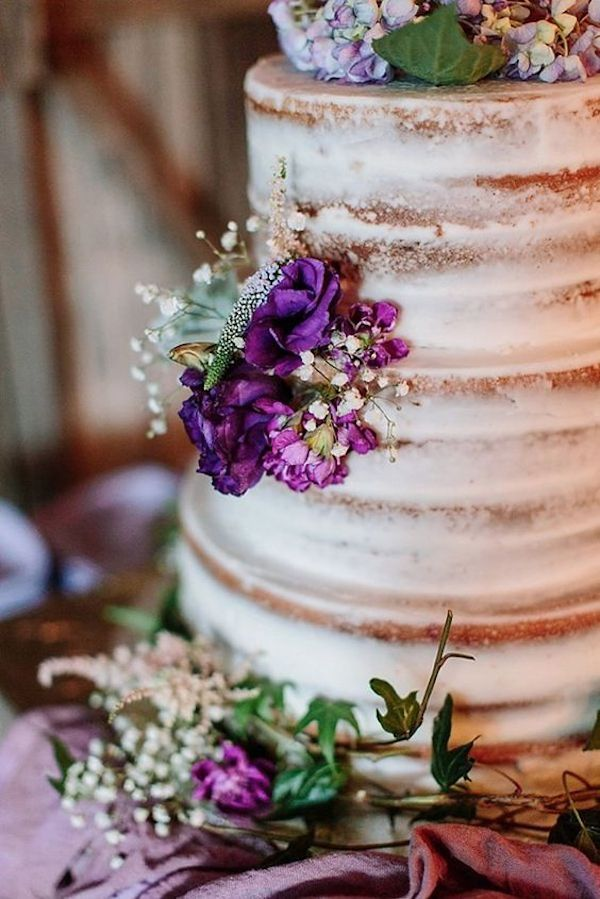 naked cake con fiori viola #purplewedding #ultraviolet
