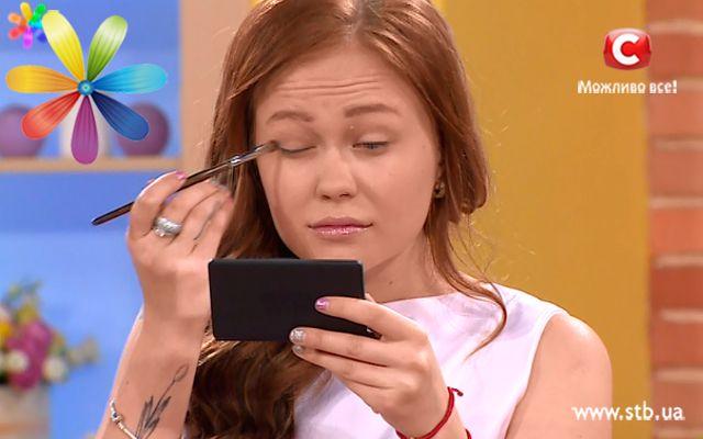 Идеальный макияж с помощью ложки