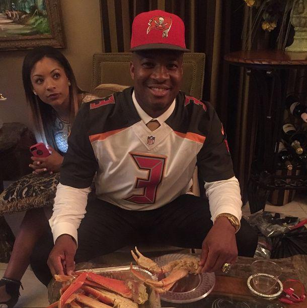 Jameis Winston celebrates being #1 pick with crab Legs Jameis Winston #JameisWinston