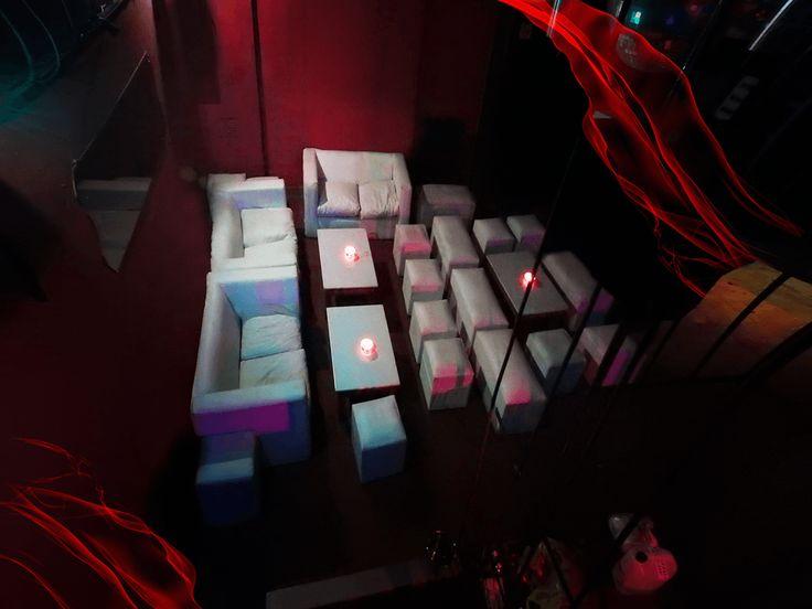 Poker Club Palermo Multiespacio ideal para todo tipo de eventos. Es un lugar moderno ubicado en Palermo Soho. Cuenta con 2 amplios pisos. En su interior se desarrollan distintos sectores, livings, barras y un EXCLUSIVO VIP. Posee sonido e iluminación de última generación ledds y pantallas gigantes. Cena show (karaoke, juegos, humoristicos, musicales de animacion con el publico) y despues boliche con la mejor musica