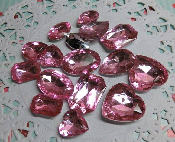 Diamantes de acrílico color rosa
