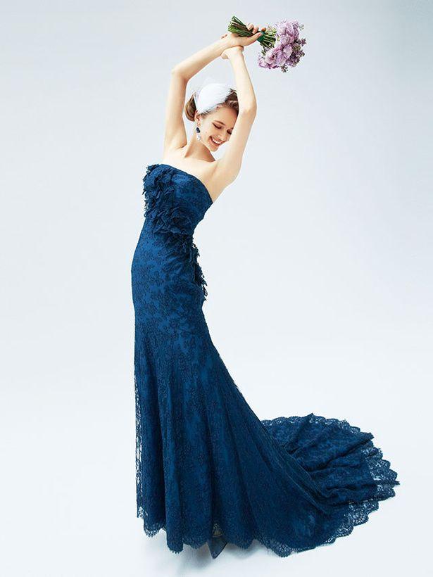 シックななかにも気高い美しさを醸し出すネイビーのカラードレス♪ウェディングドレス・花嫁衣装の参考一覧まとめ♪