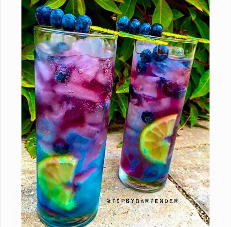 Northern Lights Cocktail - For more delicious recipes and drinks, visit us here: www.tipsybartende...