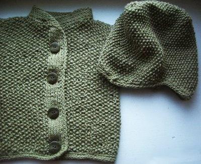 Bebis kofta. Moss stitch baby cardigan pattern in Swedish.