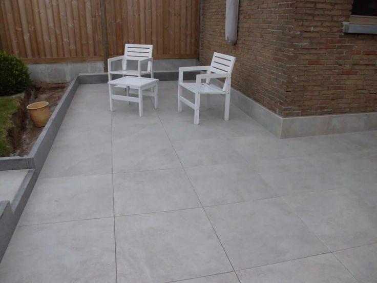 Een terras in keramische tegels Keramische terrastegels, keramische buitentegels, keramische tegels 2cm, buiten tegels, tegels keramiek buiten, terrastegels 60x60, beige tegels, gestructureerde tegels