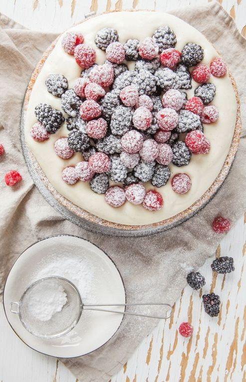 ... vanilla cake with jack daniels cream and fresh berries ...