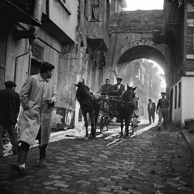 Ara Güler: Pferdegespann nahe Şehadebaşı, 1958