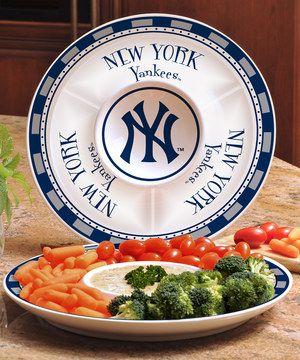 Make the presentation of the game-day buffet unforgettable with this home run of a platter. Fill this logo-adorned piece with veggies and bask in the pre-game compliments garnered for both the dishes and the tableware. Score!