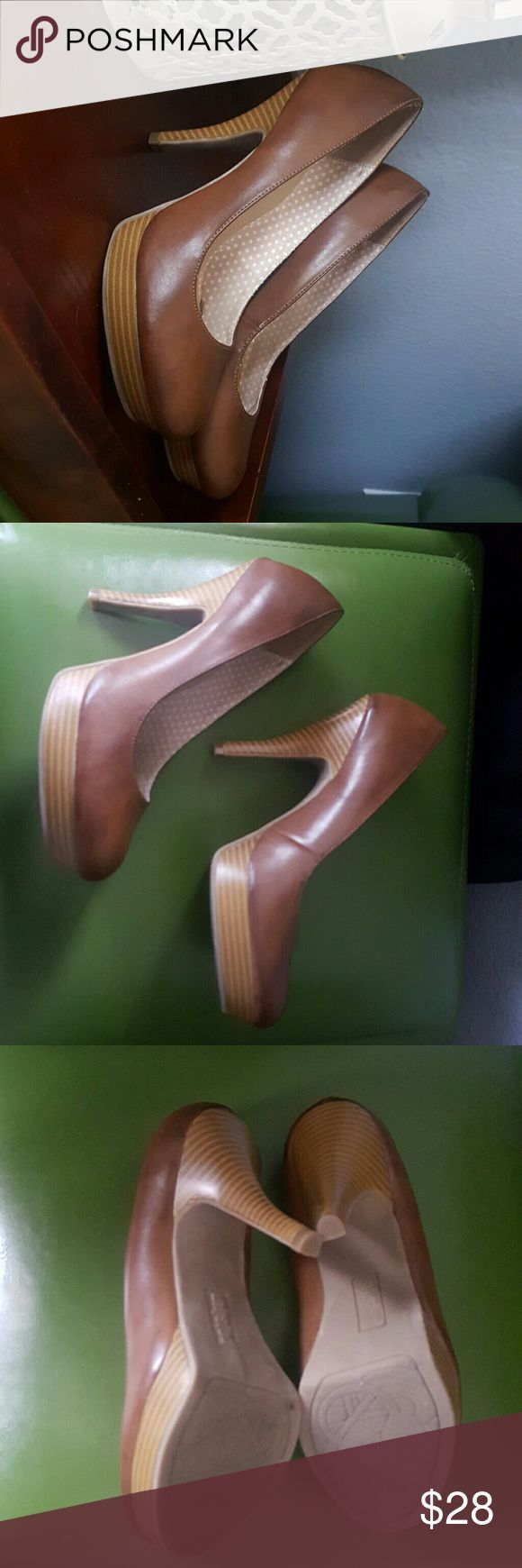 Tan high heel Like new worn twice. Great neutral work shoe, there is a spot on inside left heel, was there when purchased, I have tried to remove it, but was unsuccessful, never noticed it when I wore them. Unlisted Shoes Heels